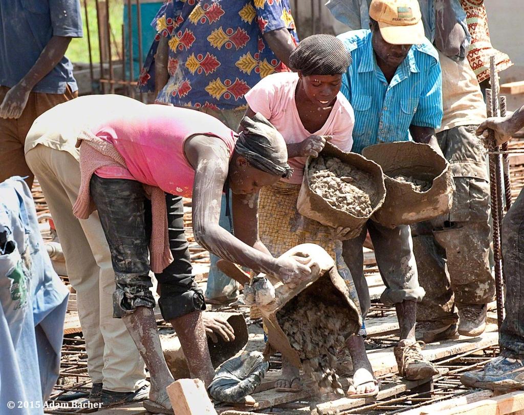 portland oregon editorial photographer - rwanda female construction workers